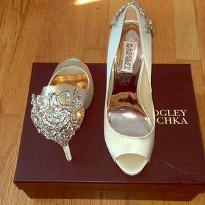 NIB Badgley Mischka Karolina ivory satin shoes